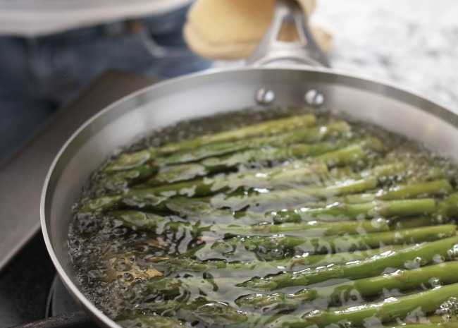 100899508-boiling-asparagus-photo-by-meredith-650x465
