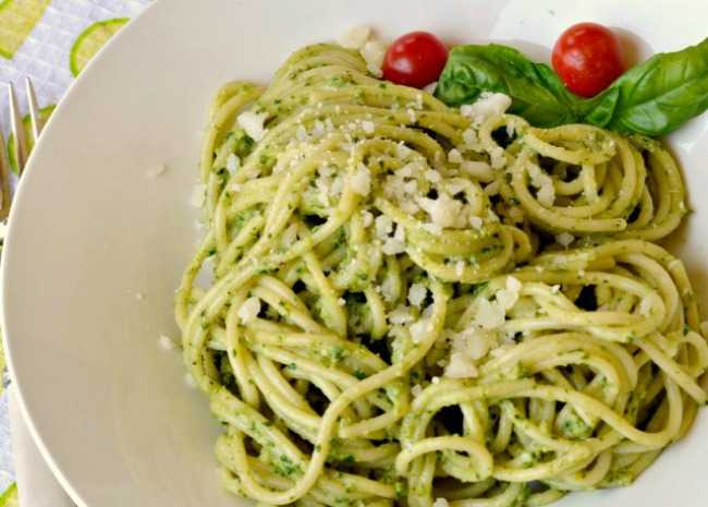 1017787-Light-Lemon-Pesto-Pasta-233010-Baking-Nana-640x640