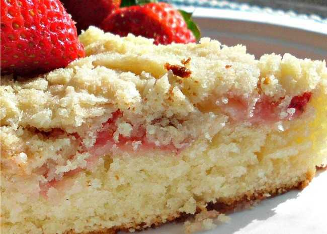Fresh Strawberry Coffee Cake