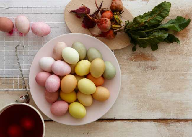 101859015-natural-easter-egg-dyes-photo-by-meredith-650x465