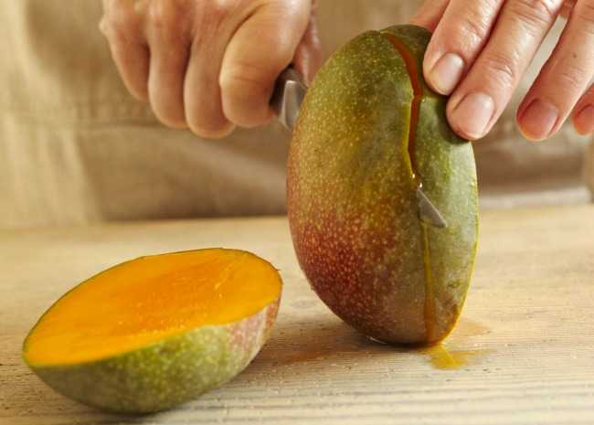 Cutting the Mango