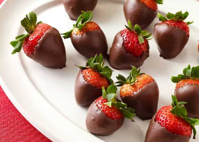 How To Make Chocolate Covered Strawberries With Glitter