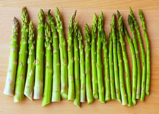 102190049-fresh-raw-asparagus-photo-by-meredith-650x465