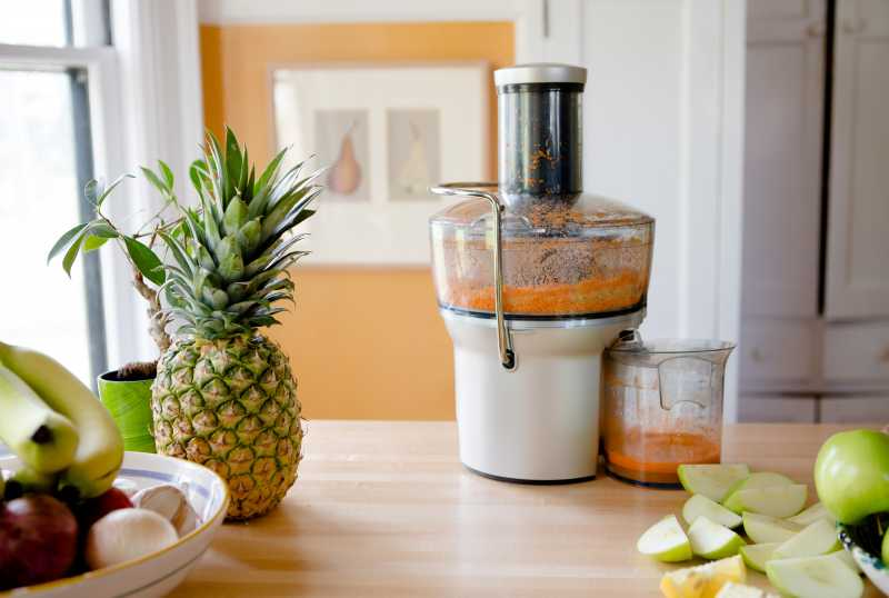 102250241 centrifigal juicer photo by meredith