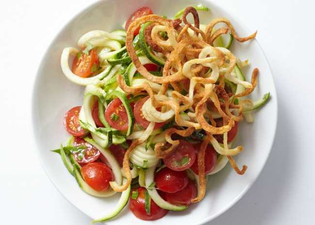 Spiralized Salad with Tomatoes
