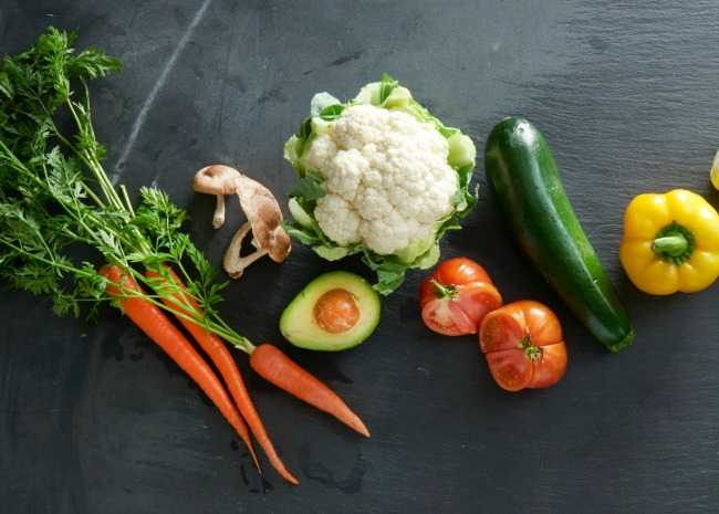 carrots, avocado, tomato, broccoli, cucumber, parsley, cauliflower