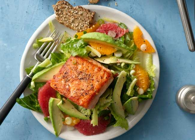 Simple Pan-Roasted Salmon on Salad with Spinach and Mandarin Orange Salad