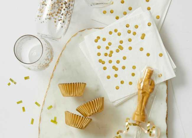 Oscar Party Gold and White Decoration Ideas