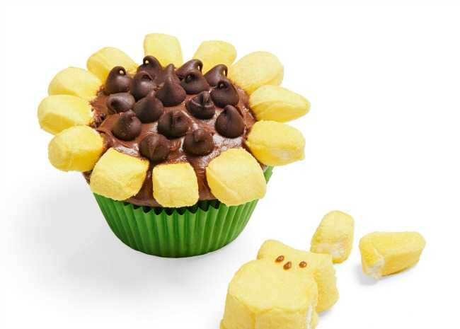 102935901-sunflower-cupcakes-photo-by-allrecipes-magazine-650x465