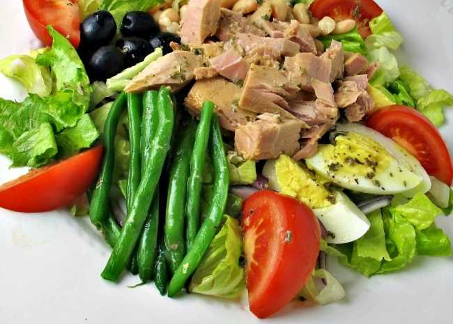 Nicoise-Style Tuna Salad with White Beans Olives