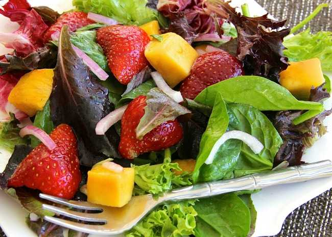 Strawberry Mango Mesclun Salad