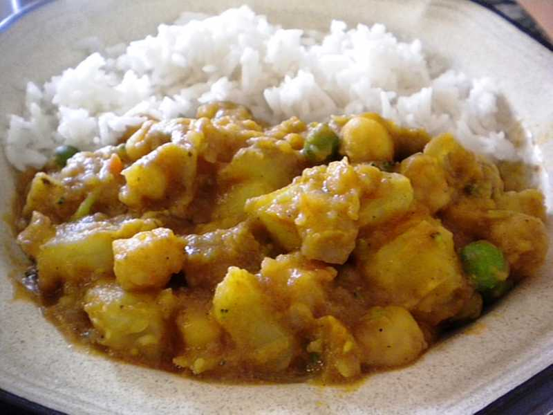 1125696 Spicy Vegan Potato Curry 165190 MAZIRENE