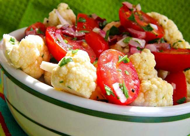 Crunchy Cauliflower and Tomato Salad