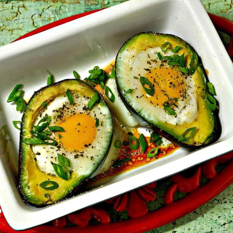 Paleo Baked Eggs In Avocad
