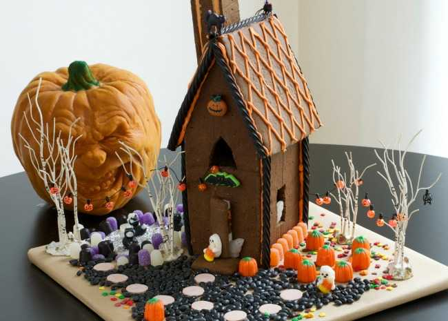 How to decorate a halloween gingerbread house allrecipes halloween gingerbread house maxwellsz