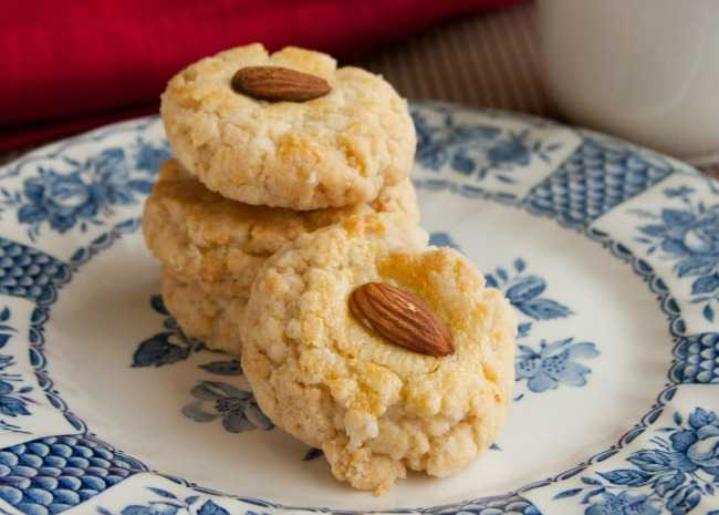 Chinese Restaurant Almond Cookies