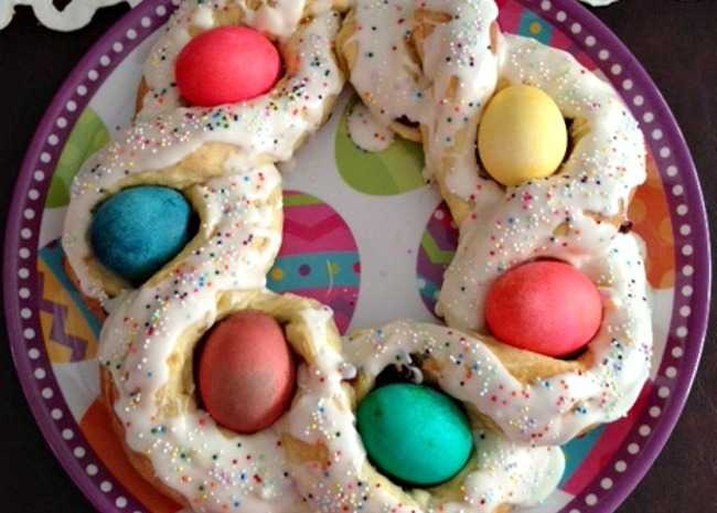 2203311-easter-bread-ring-photo-by-curlgirl2-650x465