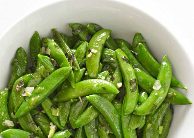 2435363-sugar-snap-peas-with-mint-photo-by-allrecipes-magazine-650x465