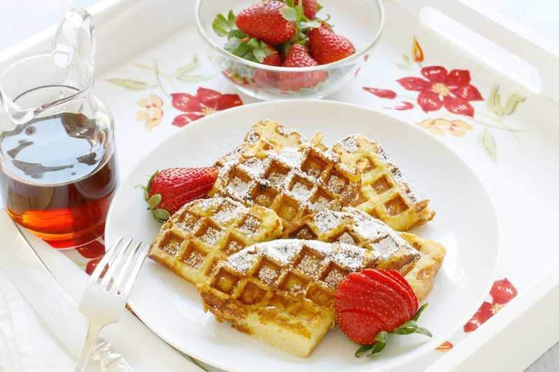 3242413-french-toast-waffles-photo-by-foodelicious-650x465