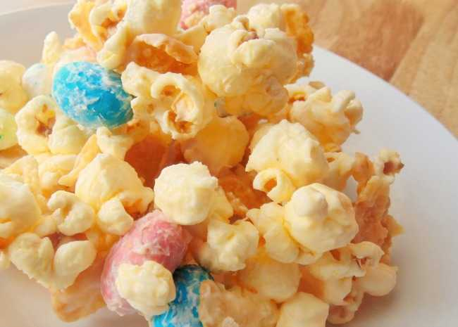 3300345-malted-white-chocolate-popcorn-with-robins-eggs-photo-by-christina-650x465