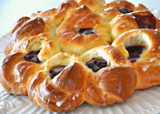 629896-pull-apart-easter-blossom-bread-photo-by-ccloves2bake-650x465