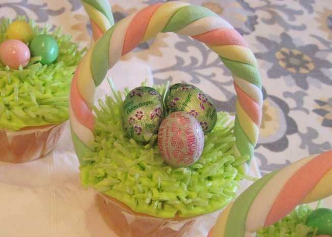 630395-mini-egg-cupcakes-photo-by-candice-650x465