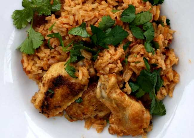 650-x-465-chicken-and-rice-with-cumin-and-cilantro-bowl-on-the-ground-photo-by-laura-fakhry