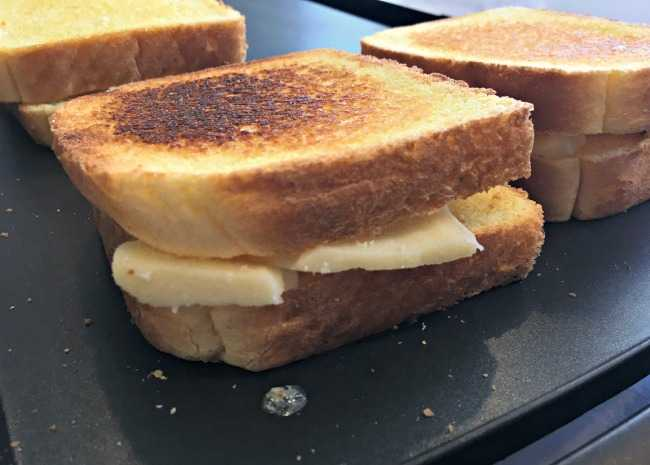 650 x 465 Texas Toast grilled cheese photo by Leslie Kelly