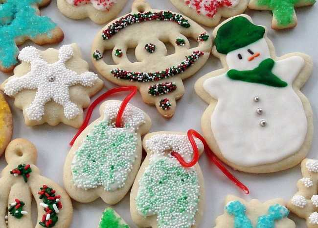 the best rolled sugar cookies - Decorated Christmas Sugar Cookies