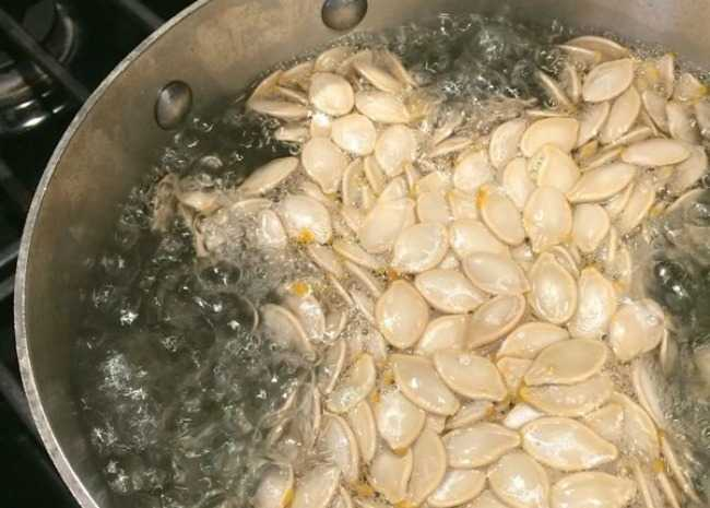 Boil the pumpkin seeds in salted water for 10 minutes.