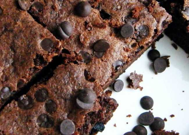 coconut-flour-chocolate-brownies-photo-by-buckwheat-queen