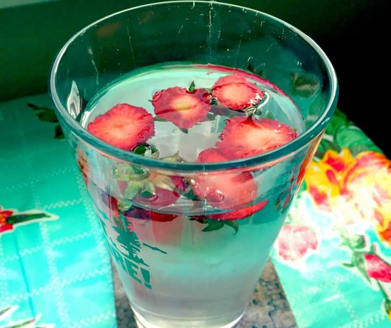 Strawberry-Tops-in-Water.jpg