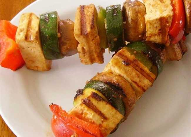 grilled-tofu-skewers-with-sriracha-sauce