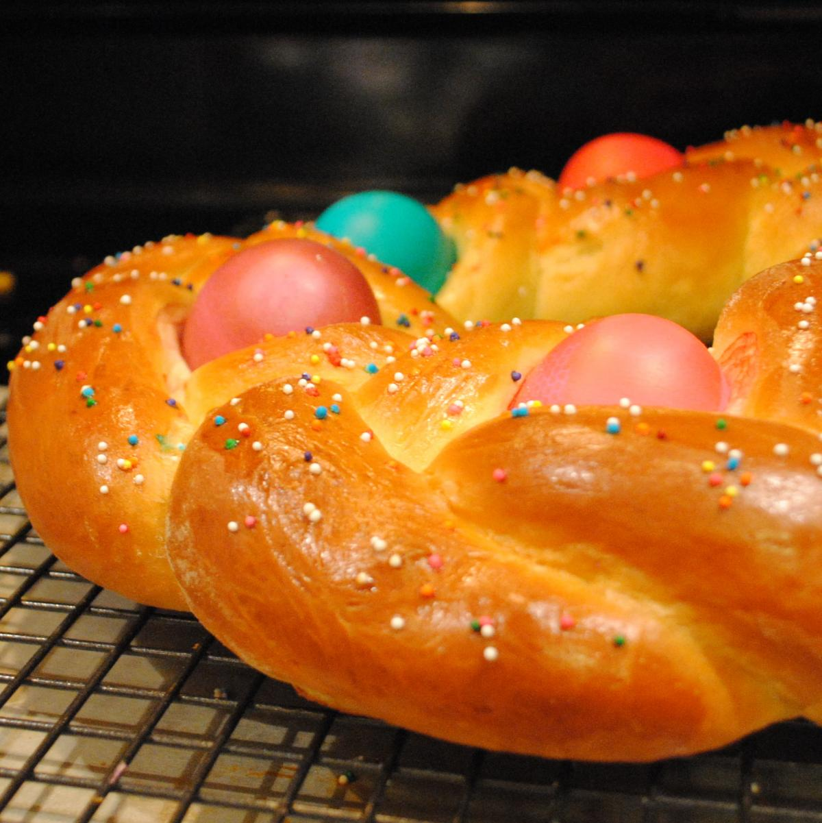How To Make 12 Gorgeous Easter Breads From Around The